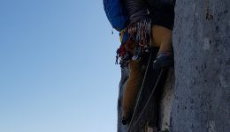 Cueto Agero, South spur (300m; 6A+). Adventure climbing in la Hermida.